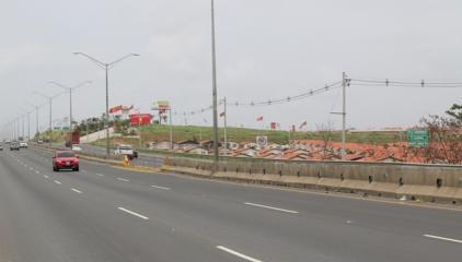 La ampliación de la inversión a un cuarto carril sobre la Autopista Arraiján-La Chorrera beneficiará a las comunidades ubicadas hacia el oriente en el corregimiento de Barrio Colón (La Chorrera), como del occidente y centro del Distrito Cabecera de la décima provincia.
